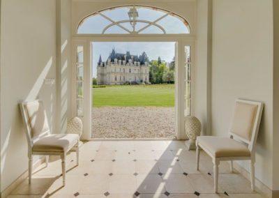 Orangerie-Hall Coté Sud et vue sur le Château de La Touchardière